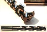 Barra di metallo con fori